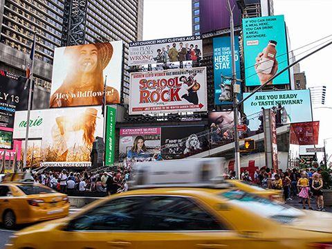 Sự trỗi dậy của pano billboard truyền thống trong thời đại tiếp thị số
